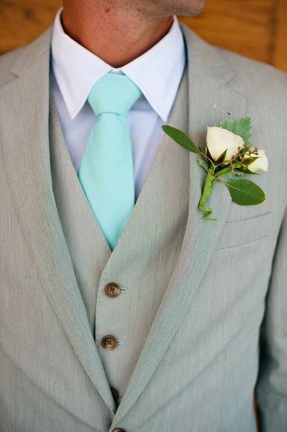 Jan 17, · I have a Mint or Light Green Dress shirt I want to wear, but I can not find a tie (all from the s) that goes. Any Help? (pants are Tan and my coat is a leather A-2) Thank you! I have a mint green dress shirt as well. It can be a bit tricky to find a tie that works well. Red, browns or greens.