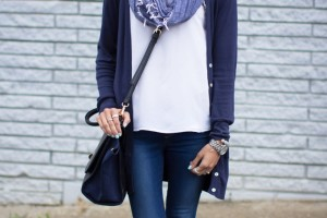 Blue outfit idea with shades and converse