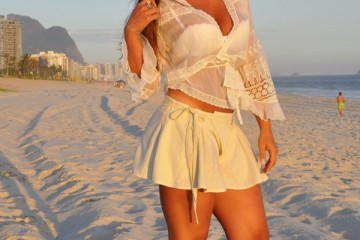 gorgeous beach outfit with skirt