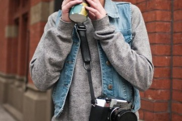 photography outfit idea with a jean vest