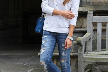 simple casual outfit with white converse