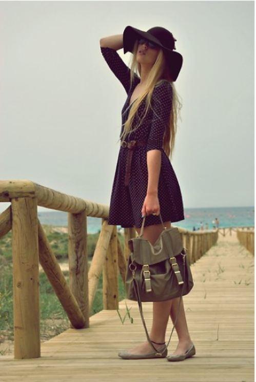 30 days of summer dark dress with sunhat