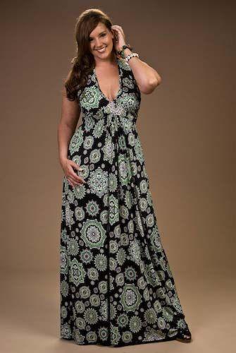 plus sized maxi dress outfit idea