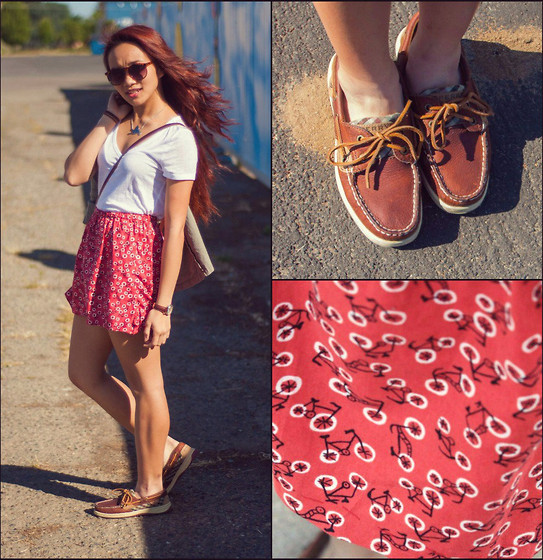 outfit ideas to wear with women's sperry topsider shoes 2