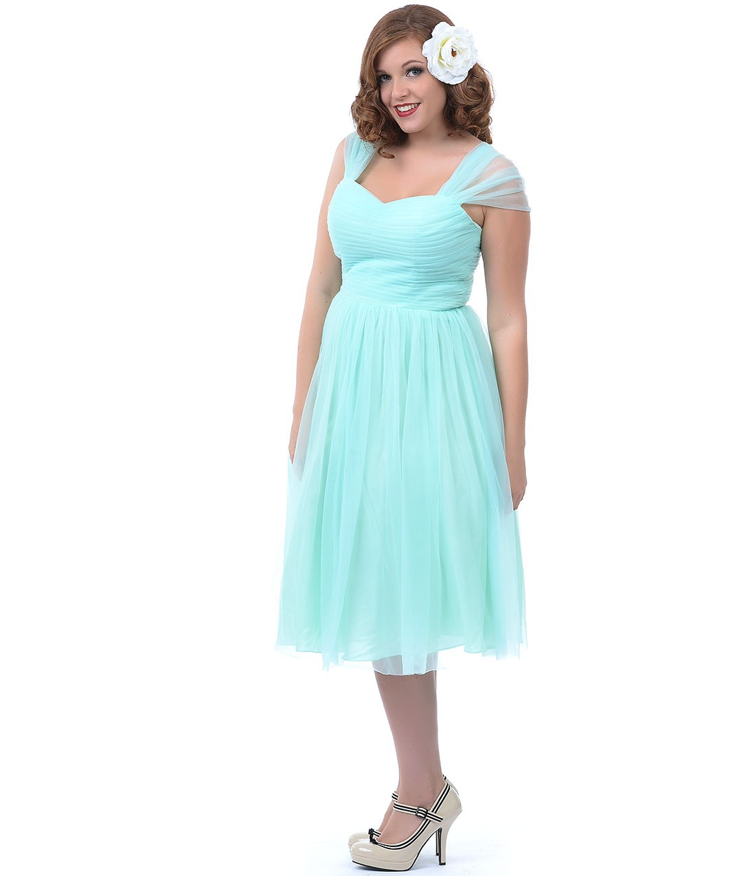 Brides Guide to Plus Size Bridesmaid Dresses