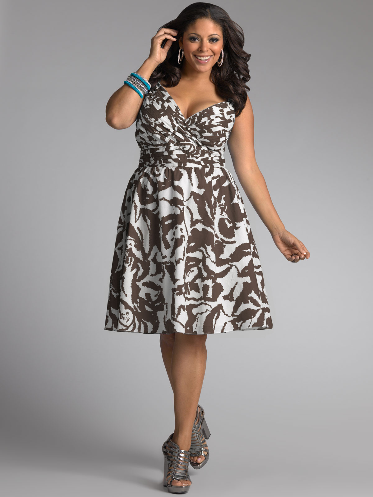 If you're looking to embody maximum moxie, turn to ModCloth's vintage plus size dresses and take your pick! Our retro silhouettes, fresh designs, and timeless styles alike are enough to win the heart of anyone with an eye for extended size dresses.