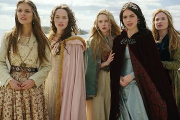 reign costumes 13