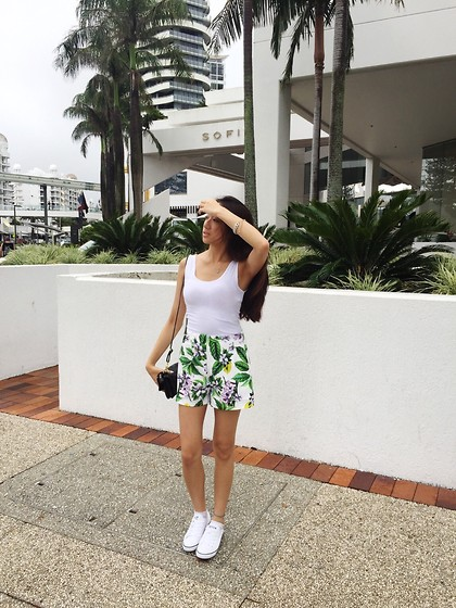 white sneakers outfit ideas 4