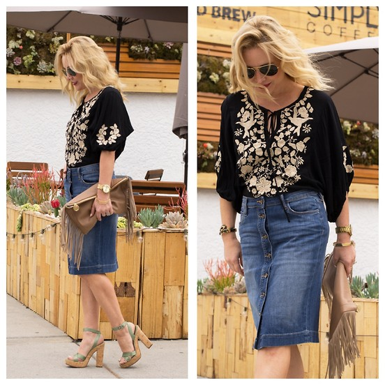 denim skirts with clogs wedges sandals outfit ideas 3