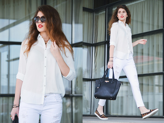 fall outfit ideas with white jeans 4