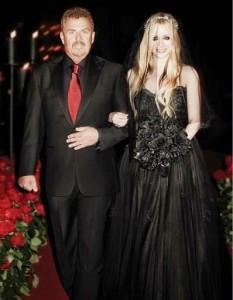 Avril Lavigne black Monique Lhuillier gown
