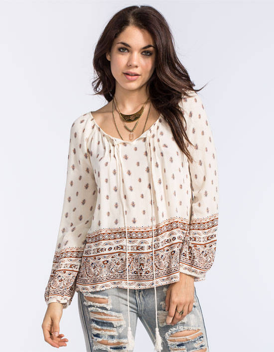 peasant top at the country music concert