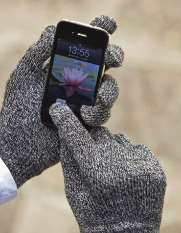 smudge-free touchscreen gloves