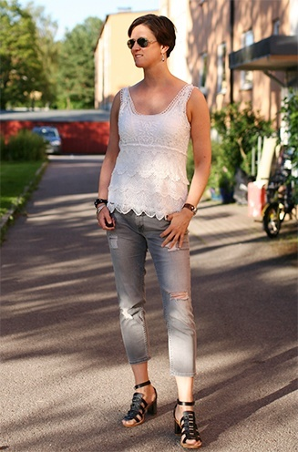 grey jeans and lace top