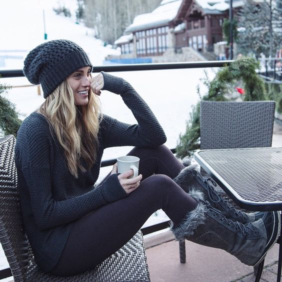 snow-outfit-sweater-and-leggings-layers