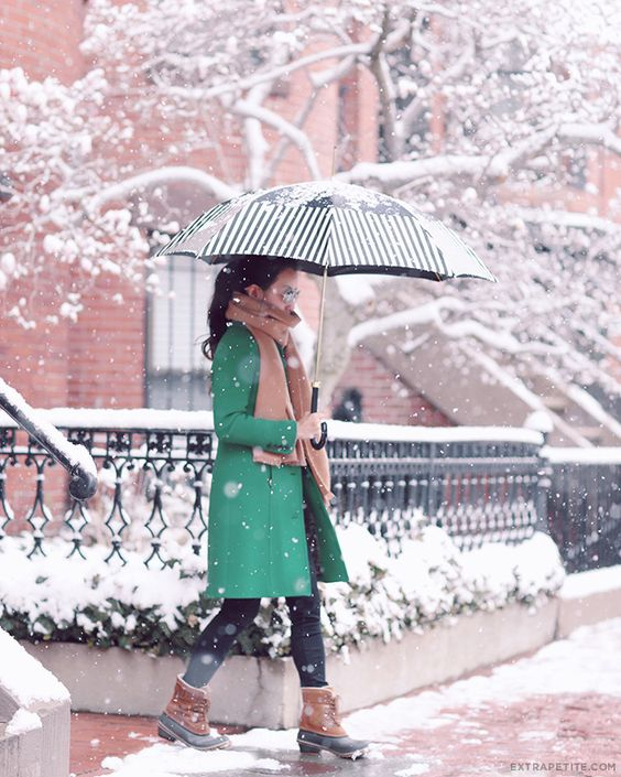 snow-outfits-with-umbrella