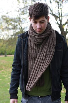 mens-scarf-outfit-ideas-chunky-knit-3