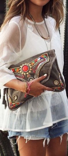 outfits-with-a-clutch-purse-18