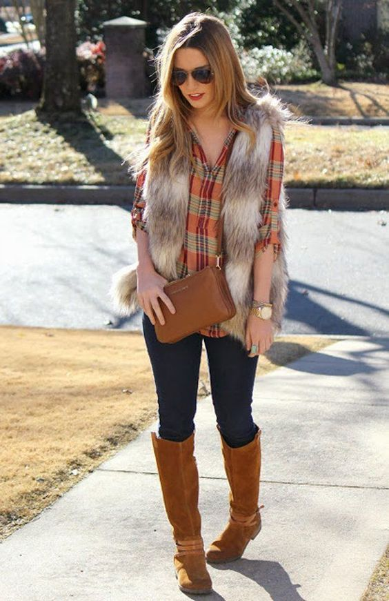 thanksgiving-outfit-vest-and-plaid-shirt