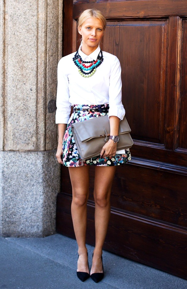 statement necklace outfit
