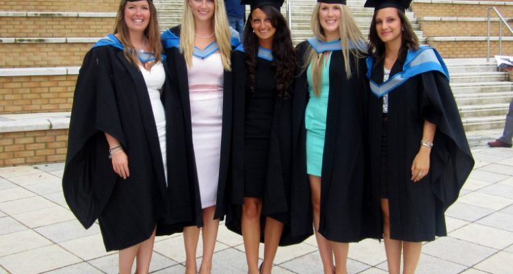 Graduation Outfits: Revealing 14 Attractive and Practical Ways