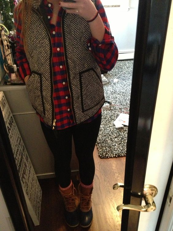 21 Adorable Outfits To Make You Look Chic In A Hockey Game