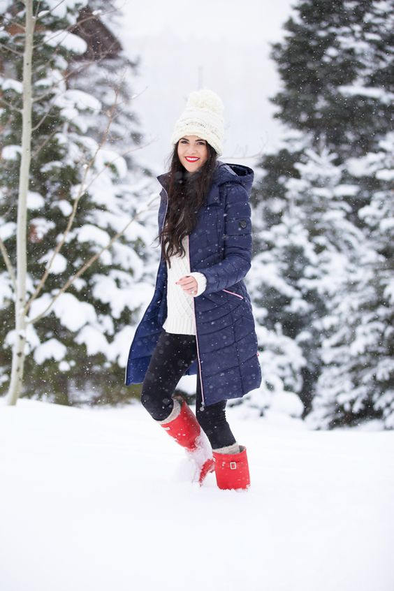 What to Wear in the Snow: 13 Cute, Warm & Dry Outfit Ideas ...